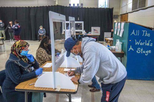 Wähler stimmen in einem Wahllokal in Charlotte (North Carolina) ab. AFP