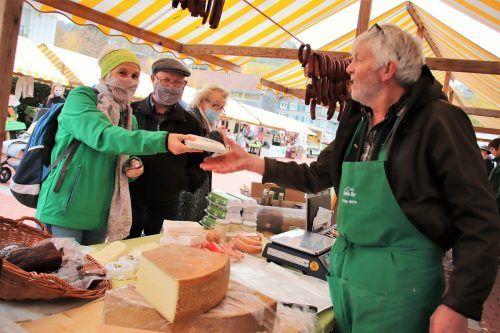 Der Wolfurter Markt lädt am Freitag wieder zum Einkauf unter freiem Himmel ein.