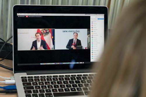 Zoom ermöglicht nicht nur Interviews auf höchstem Niveau, sondern auch die Beteiligung der Zuseher und deren Fragen.