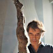 """<p class=""""caption"""">Zur Bildhauerei kam er über seinen Onkel Herbert Albrecht.</p>"""