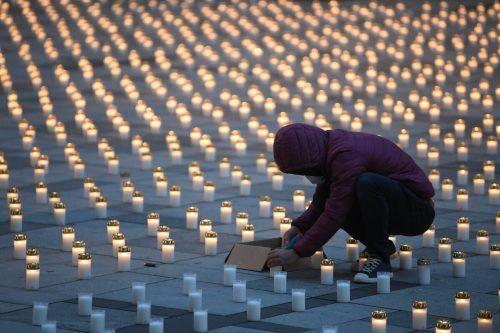 5127 Kerzen brannten am Freitag auf dem Wiener Stephansplatz: Für jedes Corona-Todesopfer eine. APA