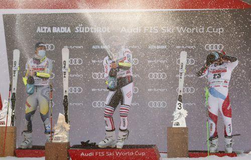 Alexis Pinturault feierte seinen ersten Sieg in Alta Badia überschwänglich mit einer Champagnerdusche. reuters