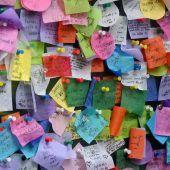 """<p class=""""factbox"""">Am 28. Dezember, dem Good Riddance Day, trennen sich die New Yorker von dem, was sie belastet, mit Notizen beim Times Square. AFP</p>"""