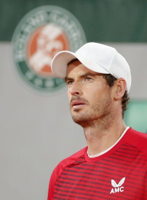 Andy Murray steht nach seinem Comeback in Melbourne auf dem Hartplatz.Reuters