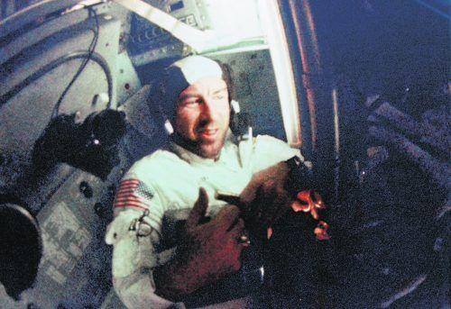 Astronaut Jim Lovell an Bord der Apollo-8-Mission.NASA