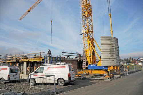 Drei Bauträger verwirklichen insgesamt 76 Wohnungen am Mühlebach in Hard. ajk