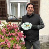 """<p class=""""caption"""">Auch Umweltgemeinderat Alejandro Schwaszta wurde ausgezeichnet. Gemeinde</p>"""