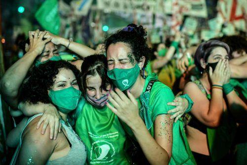 Befürworter des Gesetzes jubeln in Buenos Aires. AFP
