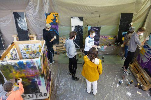 Beim Graffiti-Workshop in Schruns konnten die teilnehmenden Jugendlichen ihrer Kreativität freien Lauf lassen.Villa K
