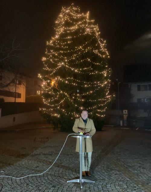 Bürgermeister Harald Witwer bei der Illuminierung des Thüringer Weihnachtsbaums.KG