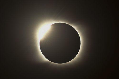 Chile und Argentinien standen im Bann einer totalen Sonnenfinsternis. Die Aufnahme stammt aus dem argentinischen Piedra del Aquila. AFP