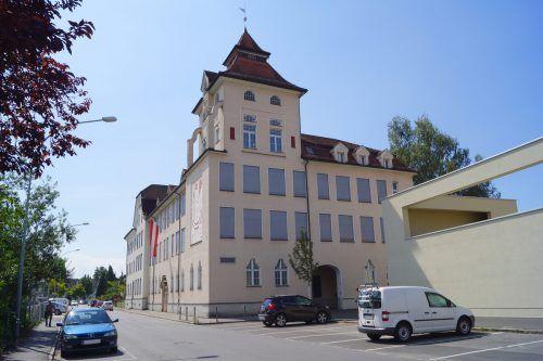 Umbauarbeiten machen aus der alten Volksschule Rieden in Bregenz einen modernen Familientreffpunkt.