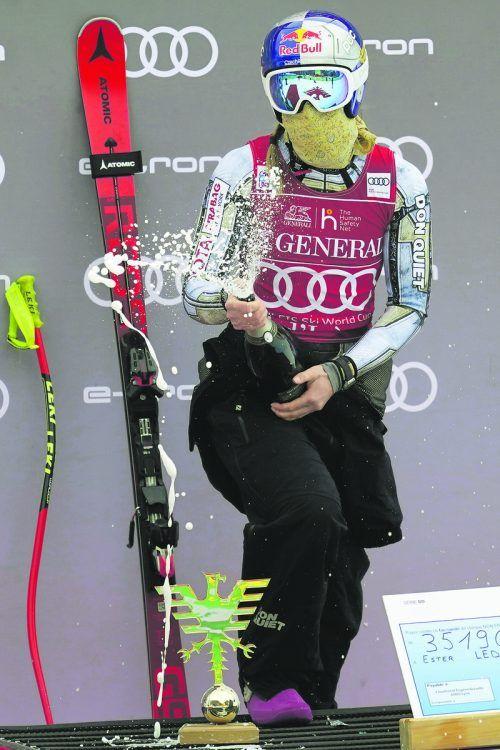Das gehört gefeiert: Ester Ledecka gewann erstmals Weltcup-Super-G, nachdem sie in dieser Disziplin 2018 Olympia-Gold geholt hatte.Ap