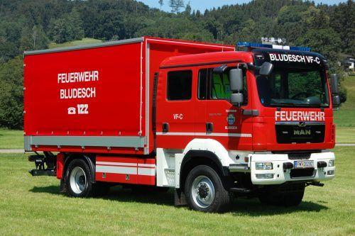 Das neue Versorgungsfahrzeug erweitert den Fuhrpark der Feuerwehr Bludesch. FW
