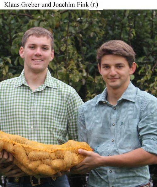 Sie sind zwar nur noch zu zweit, aber Joachim Fink (r.) und Klaus Greber starten mit großem Eifer und neuen Ideen in die zweite Kartoffel-Saison. stp