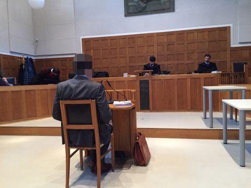 Der Angeklagte bei der Verhandlung am Landesgericht. VN/GS