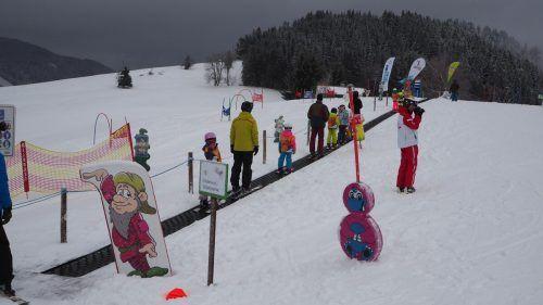 Der Furxer Zwergenberg mit Zauberteppich wartet auf die Skisportler.Egle