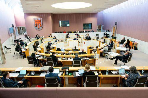 Der Vorarlberger Landtag diskutierte in der aktuellen Stunde erneut über das Coronavirus und beschloss einstimmig ein außergewöhnliches Budget. Serra