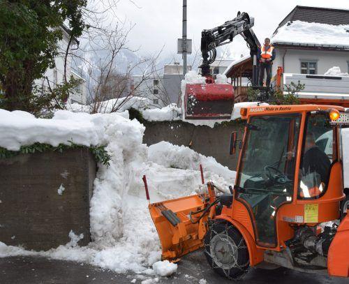 Die 20-köpfige Schneeräum-Mannschaft der Stadt Bludenz ist seit dem Wochenende im Einsatz und dabei voll gefordert.Stadt Bludenz