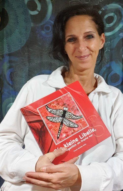 """Die Autorin schreibt Kinderbücher, die einen Perspektivenwechsel ermöglichen. 20 Prozent des Verkaufspreises gehen an den Verein """"Geben für Leben"""". Madella-Mella"""