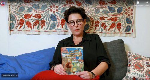"""Die Dornbirner Autorin Irmgard Kramer liest aus """"Löwe unterm Tannenbaum""""."""