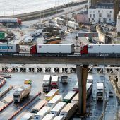 """<p class=""""factbox"""">Die in Großbritannien entdeckte Coronavirus-Mutation erfordert wegen geschlossener Grenzen viel Geduld von Frachtfahrern in Dover.RTS</p>"""