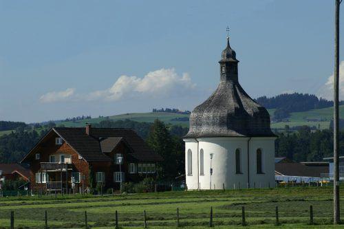 Die Kapelle steht in der Nähe der Kreuzung Lingenau-Müselbach-Langenegg.                               F. Böhringer