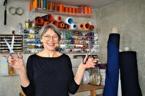Die Künstlerin aus Dornbirn arbeitet gerne mit Stoffen aller Art.YAS (3)
