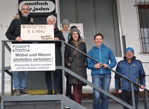 Die sportlichen Mitglieder der Staufenbewegung und vom Kneippverein übergaben jetzt den Spendenscheck.cth