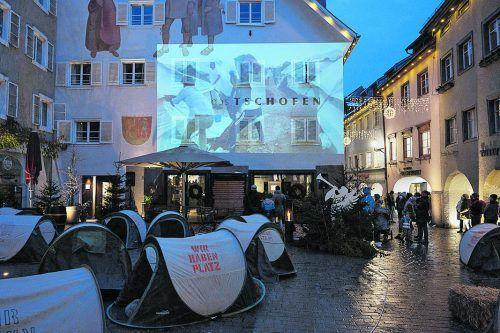 Eine moderne Herbergsuche als Performance in der Altstadt von Bludenz.BI