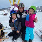"""<p class=""""infozeile"""">Es ist super, dass man raus kann, man musste lange zuhause bleiben. Die Einschränkungen sind nicht so schwerwiegend, dass man sagen müsse, das Skifahren mache so keinen Spaß. Norbert Meusburger, 46, Langenegg</p>"""