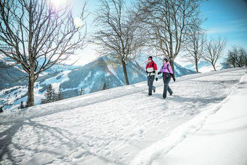 Es muss nicht immer der Strandurlaub sein. Auch Nichtskifahrer können beim Winterurlaub auf ihre Kosten kommen.Saalbach.com/Mirja Geh (3), Daniel Roos (1)