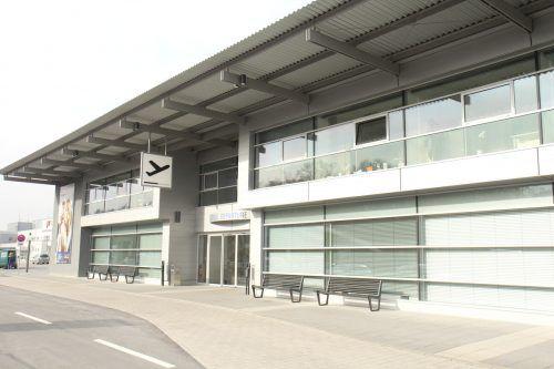 Gähnende Leere: Der Flughafen Friedrichshafen braucht - durch den Coronalockdown noch verschärft - dringend Unterstützung durch Landkreis und Stadt. FA