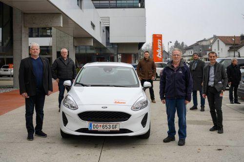 Geschäftsführer Martin Blum und die Betriebsräte Joachim Moser, Dieter Hofer, Martin Schantl und Bernd Giesinger übergaben das Auto. Gde