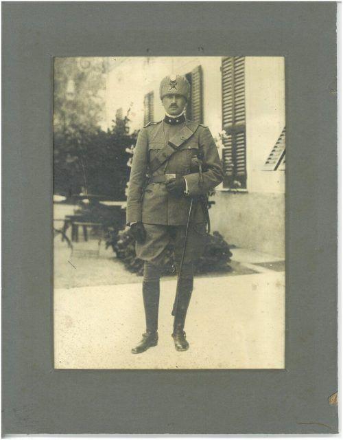 Guido Brunner, 1915 in Uniform am toskanischen Landgut in Forcoli. JM