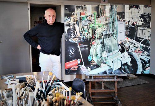 Heinrich Salzmann in seinem Atelier. Er sieht sich in der Tradition der realistischen Malerei.yas (3)