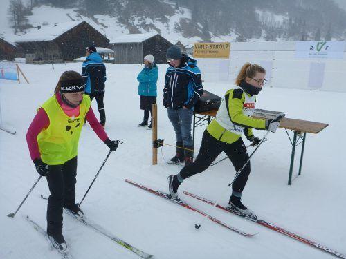 Im Langlauf zeigt Zuzana Sedlackova (r., mit Schwester Katerina) regelmäßig mit starken Leistungen auf.ÖBSV