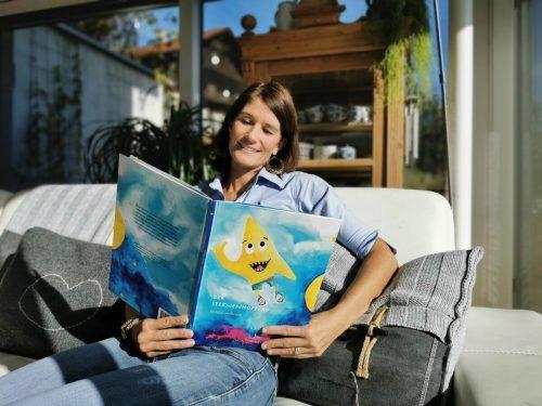 """Julia Lippitsch freut sich über ihr Erstlingswerk """"Der Sternenhopper"""".Lippitsch"""
