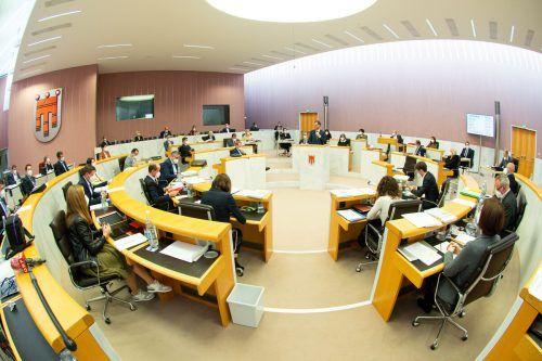 Landtagspräsident Harald Sonderegger rechnet mit einer zehn- bis zwölfstündigen Debatte. Normalerweise dauert der Budgetlandtag zwei Tage. VLK/Serra