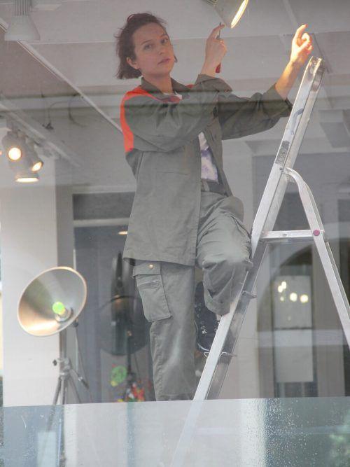 Martina Morger stellt Fragen:Wird hier gerade ein- oder ausgeräumt? Ladengeschäft oder Kunstraum? Habe ich etwas verpasst? A. grabher