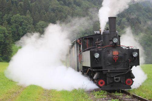 """Mit """"Volldampf"""" waren die Ehrenamtlichen der Wälder Museumsbahn dabei, die Herausforderungen einer schwierigen Saison zu meistern. stp/3"""