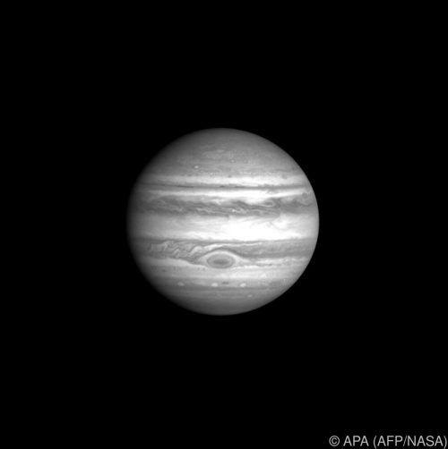 Nach der Begegnung zieht der schnellere Jupiter dem Saturn davon. AFP