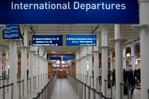 Nachdem eine äußerst ansteckende Form des Coronavirus aufgetaucht ist, dürfen Flugzeuge aus Großbritannien in Österreich nicht mehr landen. AFP