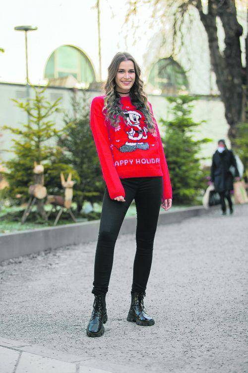 Oh du Trendige! Daria (21) aus Feldkirch hat sich schon modisch auf die bevorstehenden Feiertage vorbereitet. Sie trägt einen Weihnachtspullover von C&A in Dornbirn; erhältlich für 19,99 Euro. Steurer