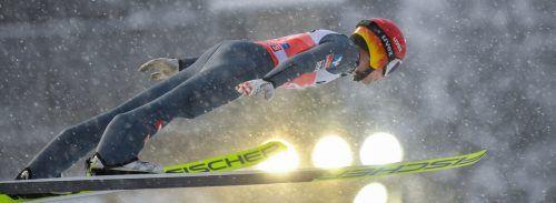 Philipp Aschenwald war Bester in der bei starkem Schneefall ausgetragenen Qualifikation für den Auftaktbewerb der Vierschanzentournee heute ab 16.30 Uhr in Oberstdorf.GEPA