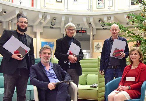 Preisträger Muhammet Ali Bas, Norbert Mayer und Arno Geiger mit Winfried Nussbaummüller und LSth. Barbara Schöbi-Fink. vlk