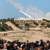 """<p class=""""factbox"""">RadikalePalästinenser-Gruppenstarteten eine Militärübung und feuerten acht Raketen ins Mittelmeer vor dem Gazastreifen.AFP</p>"""