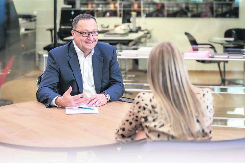 """Rauth: """"Spannende Projekte, zukunftsfähige Produkte und interessante Erfolgsgeschichten – wir ermöglichen es Mitarbeitern, ihr Potenzial zu entfalten.""""M. Wintschnig"""