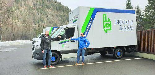 """Regio-Obmann Guido Flatz (l.) und Wise Bischofberger vom gleichnamigen Transportunternehmen werden die Aktion """"Der Wald bringt's"""" verlängern. REGIO"""