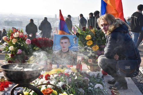 Sechs Wochen nach Ende der Kämpfe um Berg-Karabach hat Armenien eine dreitägige Staatstrauer für die getöteten Soldaten abgehalten. AFP